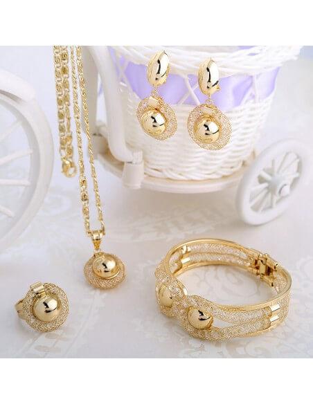 Parure Collier Bracelet Boucles d'oreille bague plaqué or , cristaux